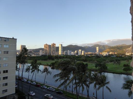 Waikiki Sand Villa Hotel: アラワイ運河側の眺め