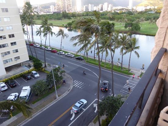 Waikiki Sand Villa Hotel: アラワイ運河