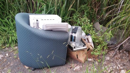 Ocean Pacific Apartments : Pile of rubbish in car park