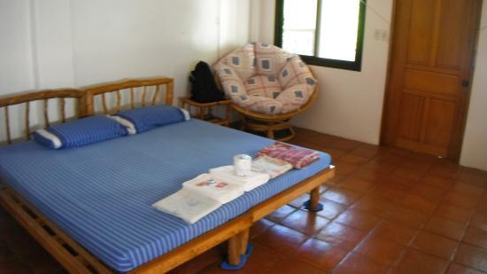 Orient Pearl Resort : 二人用の部屋です。