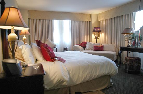 Crowne Plaza Hotel Astor-New Orleans: King Suite Guest Room