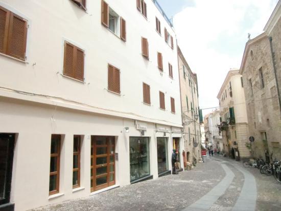 B&B Al Duomo: Facciata e entrata da Piazza duomo