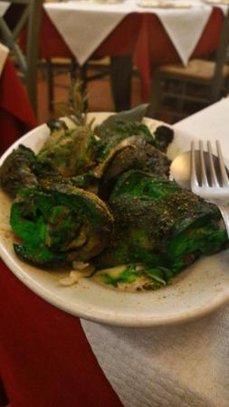 Punjabi : Pollo con strani colori, non disossati come da Menú e sicuramente non aromatizzati con menta e y