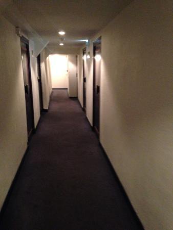 Chalet Hotel Dahu : corridor to bedrooms