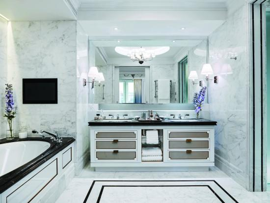 The Langham, London: The Sterling Suite Master Bathroom