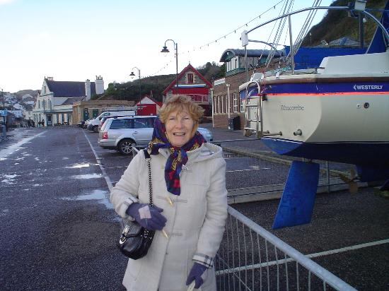 Ilfracombe, UK: The wife next to yaughts