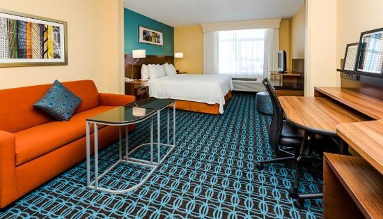 Fairfield Inn & Suites Des Moines West: Kingsuite