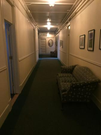 Brandon, VT: Hallway, just add two little girls holding hands at the end for a movie scene!