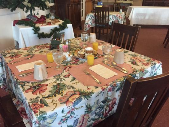 Brandon, VT: breakfast table