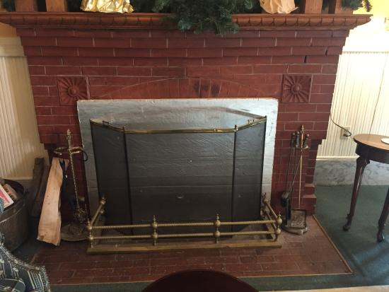 Brandon Inn: No fire place for you!