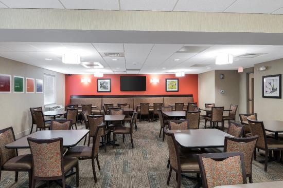 Comfort Inn Rehoboth Beach: Breakfast Seating