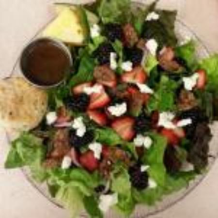 Petrolia, Canada: Blackberry and strawberry salad