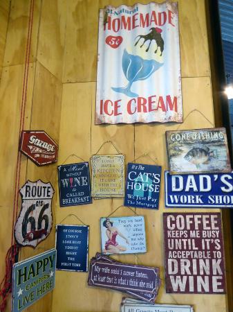 The Musterer's Hut Cafe: Nice memorabilia