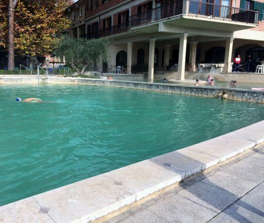 Bordo vasca foto di piscina val di sole bagno vignoni - Vasca da bagno piscina ...