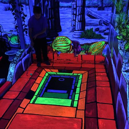 King Neptune's Indoor Blacklight 3-D Mini Golf