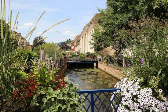 Niederbronn-Les-Bains, Francja: Etablissement vu de côté