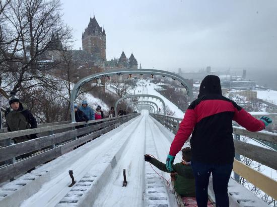 Fairmont Le Chateau Frontenac: Toboggan Run looking towards Le Chateau Frontenac