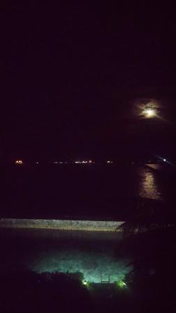Hulhule Island: Moon view