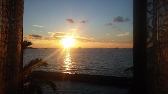 Hulhule Island: Sunset