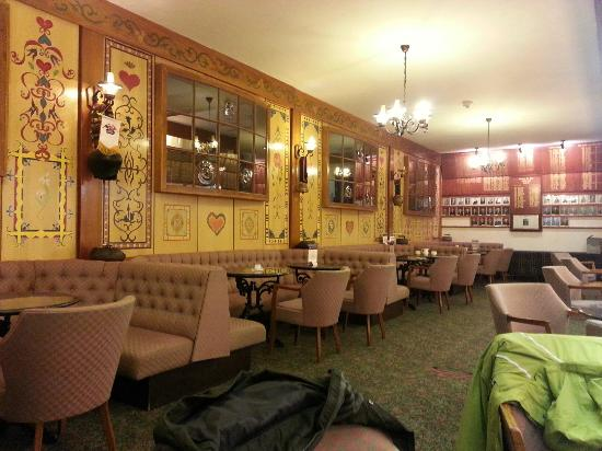 North West Castle Hotel: The Alpine Bar