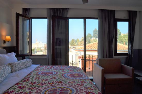 Ayasoluk Hotel & Restaurant: A King bed and a view