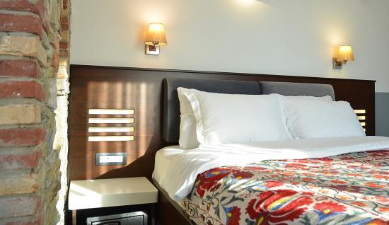 Ayasoluk Hotel & Restaurant: Bed side accessories
