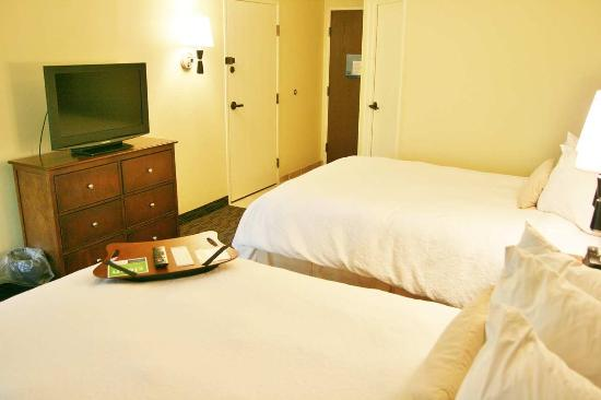 Hampton Inn Cleveland Westlake: Two Double Beds