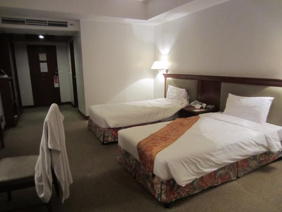 Tai-Pan Hotel: room - 4