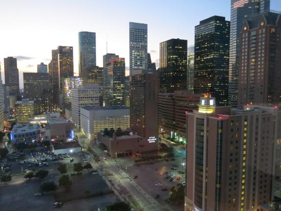 Hilton Americas - Houston: Evening View from Room facing west