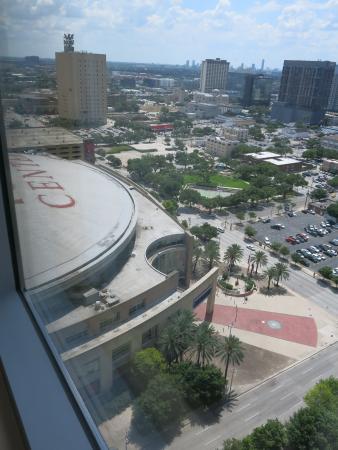 Hilton Americas - Houston: Room View South to Toyota Center