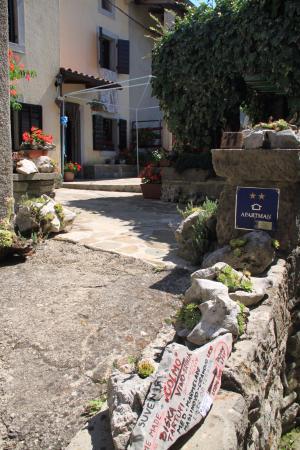 Buzet, Kroasia: Хум
