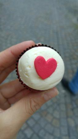 Van Ness Cupcake: 20151231_154626_large.jpg