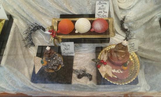 Aiguamurcia, Spanien: Claustre santes creus. Montblac. Fonda els Angels.pastisseria Artesana