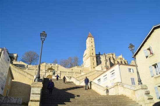 descente des escaliers picture of cathedrale sainte marie auch tripadvisor. Black Bedroom Furniture Sets. Home Design Ideas