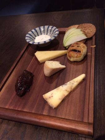 Moira, UK: Very meagre cheese board