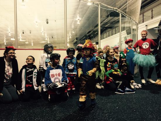North Canton, OH: Halloween Learn to Skate Class!