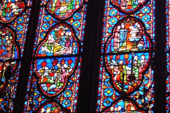 Paris, Frankreich: vitrais com temas da Bíblia