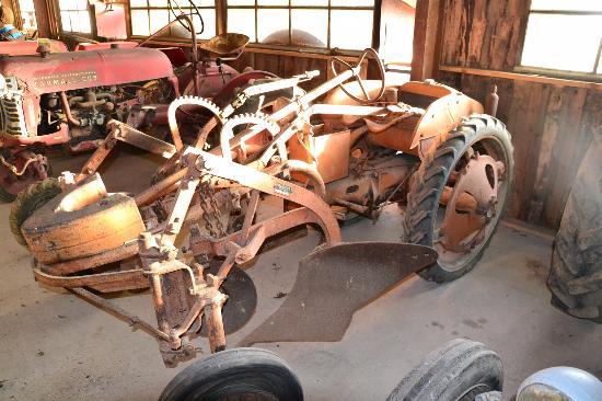Gresy sur Isere, Frankrike: Tracteur avec le soc à l'avant ...