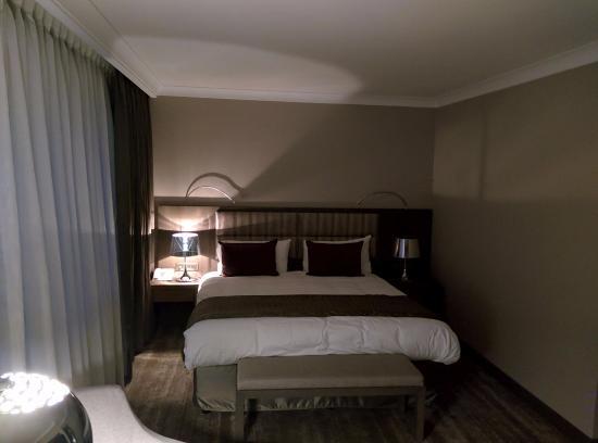 Hotel Agenda Louise: un lit très confortable
