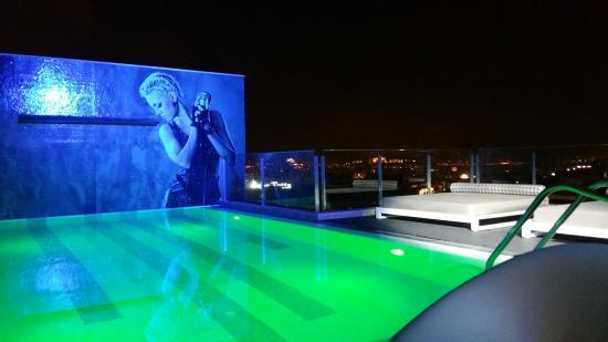 Toit terrasse de l 39 h tel musique bar et piscine photo for Hotel design piscine lisbonne