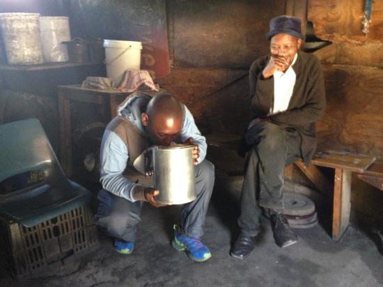 Khayelitsha, Sudáfrica: You get to sample locally brewed African township beer
