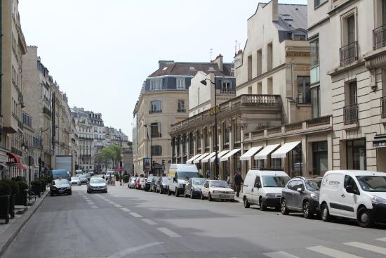 Avenue Matignon Paris