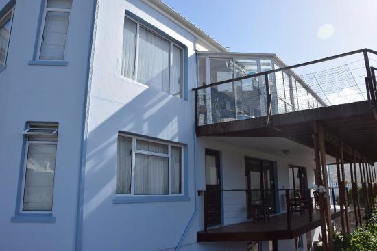 Hout Bay Backpackers : Reception and rooms on the first floor