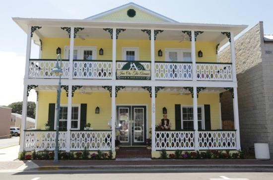 Inn On The Avenue Bed & Breakfast : Two blocks to the beach
