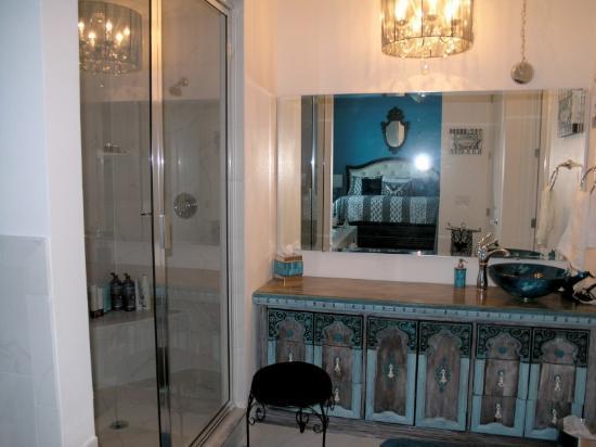 Inn On The Avenue Bed & Breakfast: Mermaid Suite