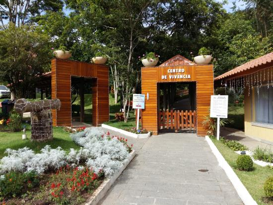 Pousada picture of hotel fazenda china park domingos for Piscina coberta