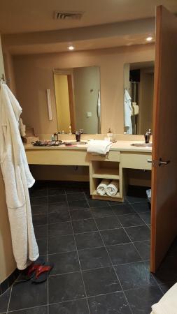 Sundara Inn and Spa: Bathroom