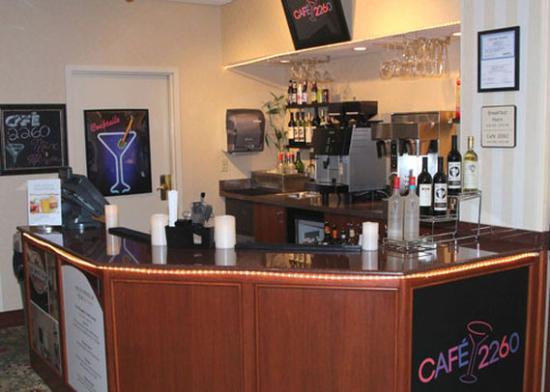 Clarion Hotel & Suites Hamden: lounge