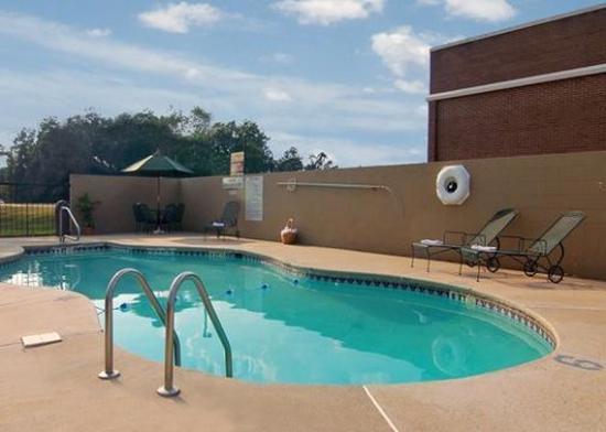 Daleville, AL: Pool