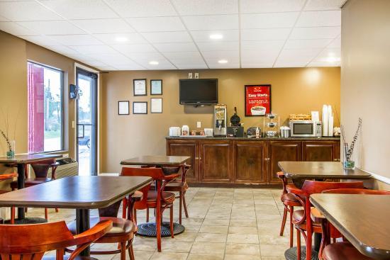 Daleville, AL: Breakfast Area